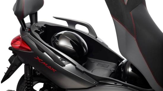 2012-Yamaha-X-MAX-250-Sport-bagasi